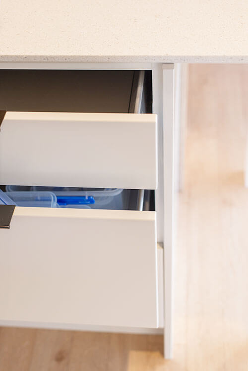 Lacquered drawer fronts with satin finish. Colour Resene ½ Villa White.