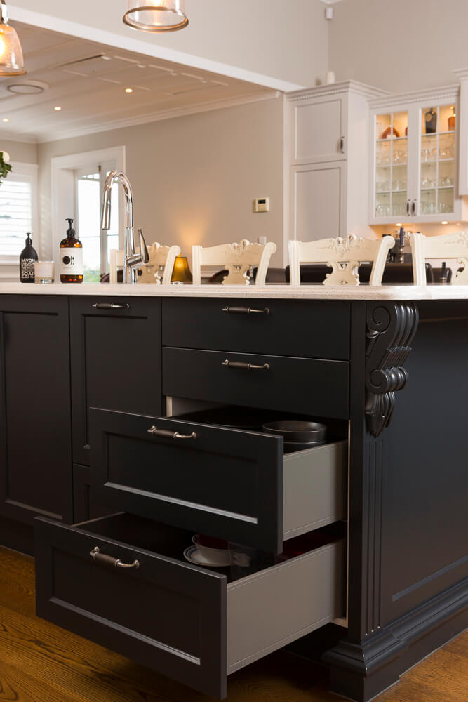 Blum 'Legrabox' full height sides to drawers.